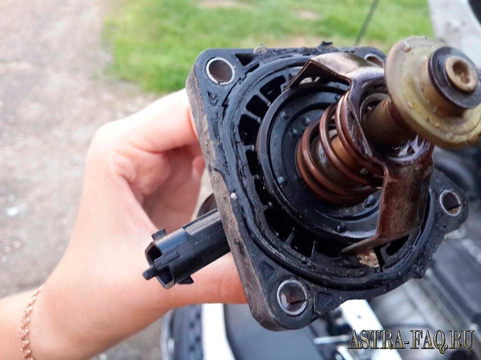 Замена термостата на металлический на Opel Astra J
