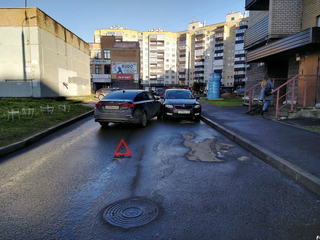 Что делать, если во дворе повредили автомобиль